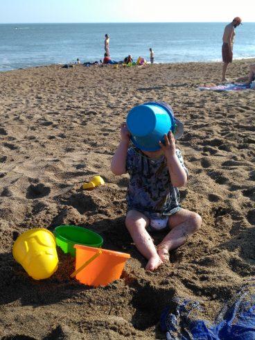 Bébé a peur de la plage